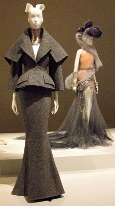 Dior J'adore NGV Exhibition - House of Dior 70 Years of Haute Couture - Inside Out Style New Look Fashion, Dior Fashion, 1940s Fashion, Couture Fashion, Fashion Details, Fashion Show, Runway Fashion, Vintage Fashion, Fashion Outfits