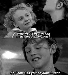 #love,... Para que quieres casarte conmigo?... Para poder besarte cada vez que quiera
