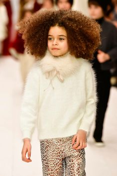 BonPoint Winter 2018 Runway Show Bon Point, Casual Chic Style, Madame, Winter Collection, Mannequin, Cute Babies, Boy Or Girl, Kids Fashion, Fur Coat