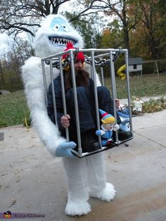 Bumble captures Yukon Cornelius - DIY Illusion Halloween Costume