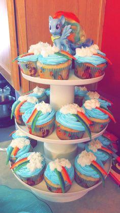 Rainbow Dash Birthday Cake 5 Rainbow Dash Games Cupcakes Photo Rainbow Dash Cupcakes Rainbow R Rainbow Dash Party, Cupcake Rainbow, Rainbow Dash Birthday, Rainbow Fruit, Make Birthday Cake, My Little Pony Birthday Party, Birthday Cupcakes, Girl Birthday, Birthday Ideas