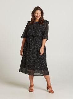 Gul kjole med 'dropped waste'