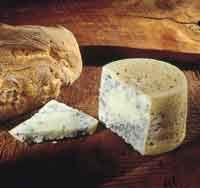 Asturias Queso Cabrales--Es muy utilizado en alta cocina para la elaboración de algunas salsas, siempre, en pequeñas cantidades debido a su fuerte sabor. Lo mejor, unirlo a vinos fuertes, espiritosos, sidras y orujos. Ideal para acompañamiento de carnes y algunas verduras.