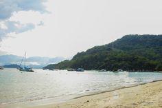 Barcos de pescadores são peças fixas na praia de Tarituba