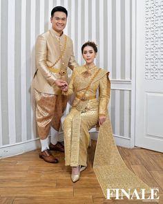 อัลบั้มภาพ ใหม่ สุคนธวา ควง ดีเจต้น แต่งงานหวานชื่น เจ้าสาวสวยสะกดตา Thai Wedding Dress, Wedding Dresses, Thai Dress, Harem Pants, Sari, Fashion, Bride Dresses, Saree, Moda