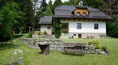 Chalupu opravovali deset let, boj s řemeslníky nakonec vyhráli - iDNES. Gazebo, Milan, Cottage, Outdoor Structures, Cabin, House Styles, Outdoor Decor, Houses, Home Decor