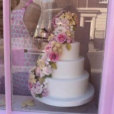 Peggy Porchens beautiful wedding cake