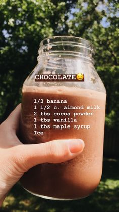Banana smoothie with blender - Clean Eating Snacks Easy Smoothie Recipes, Yummy Smoothies, Smoothie Drinks, Raspberry Smoothie, Simple Smoothies, Breakfast Smoothies, Easy Recipes, Chocolate Smoothies, Smoothie Detox