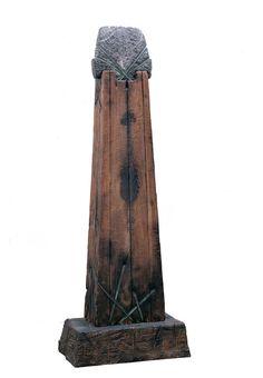Totem  AUTOR: Dompé, Hernán  Nacionalidad Argentina  (Argentina, Buenos Aires, 1946 ) FECHA: ca. 1983 ORIGEN: Donación Fundación Antorchas, 1989 GÉNERO: totémico ESCUELA: Argentina S.XX TÉCNICA: TallaBronceMaderaEnsambles OBJETO: Escultura ESTILO: Abstracción SOPORTE: Madera, bronce y granito MEDIDAS: 218 x 78,5 x 48,5 cm