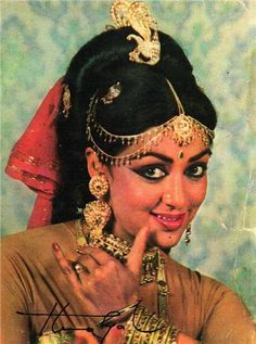 Vintage Photos of Hema Malini - The Dream Girl of Indian Cinema Vintage Bollywood, Indian Bollywood, Bollywood Stars, Egyptian Movies, Simplicity Is Beauty, Most Beautiful Bollywood Actress, Hema Malini, Indian Goddess, Vintage India