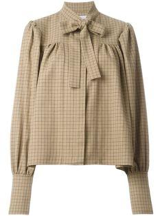 blusa con detalles fruncidos y lazo