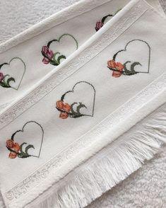 Belkide annenizi böyle bir hediye ile mutlu etmek istersiniz kimbilir? . . . . . #etamin #çarpıişi #kanaviçe #kanava #elyapımı #kişiyeözel… Palestinian Embroidery, Bargello, Handicraft, Cross Stitch Patterns, Make It Yourself, Sewing, Crafts, Instagram, Cross Stitch Embroidery