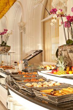 Buffet desayuno en el Gran Hotel La Toja, España / Spain