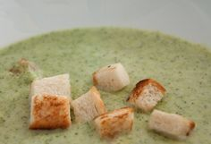 Thermomix: A sopa de creme de brócolis - Thermi - Cream Of Broccoli Soup, Cream Soup, Soup Recipes, Chicken Recipes, Healthy Recipes, A Food, Food And Drink, Kneading Dough, Food To Make