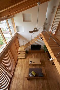 静寂と陰影を楽しむ葦と無垢材の家 | 重量木骨の家