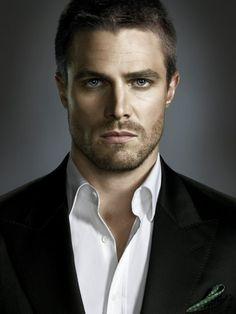 """Stephen Amell da vida a Oliver Queen en """"Arrow"""""""