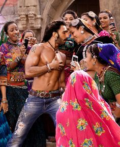 Ok i hate ranveer singh but this picture is so Cute. Deepika Ranveer, Ranveer Singh, Deepika Padukone, Bollywood Actors, Bollywood Fashion, Bollywood Style, Bollywood Celebrities, Indian Wedding Gowns, Sanjay Leela Bhansali