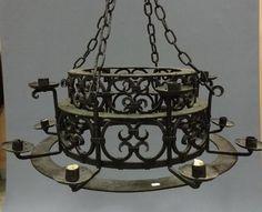 LUSTRE en fer forgé à douze lumières. Style Néo Gothique. Diam
