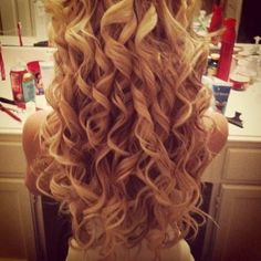 LOOOOVVVEEE those curls!!!!!! Sooooo pretty!!! I want my hair curled like this for my wedding!!!!!