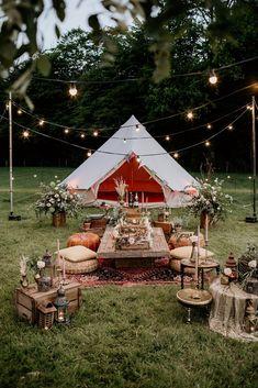 An Evening Wedding Inspiration Shoot with Bell Tents : Alfresco Glamping Tenda Camping, Backyard Birthday, Festival Wedding, Festival Garden Party, Diy Festival, Festival Lights, Food Festival, Wedding Updo, Outdoor Living