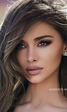 Elizabeth Taylor Eyes, Model Face, Stunning Eyes, Brunette Beauty, Beauty Make Up, Lingerie, Most Beautiful Women, Body Shapes, Face And Body