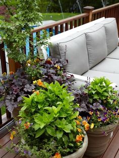 33 Small Balcony Designs and Beautiful Ideas for Decorating Outdoor Seating Areas – Lushome Outdoor Seating Areas, Outdoor Spaces, Outdoor Living, Outdoor Balcony, Outdoor Plants, Apartment Balcony Decorating, Apartment Balconies, Apartment Plants, Privacy Screen Outdoor
