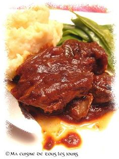 Ma cuisine de tous les jours: Côtelettes de porc barbecue(mijoteuse) Crockpot Recipes, Chicken Recipes, Chicken Meals, Slow Cooker Pork, Yum Yum Chicken, Pork Chops, Side Dishes, Good Food, Food And Drink