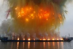 the ninth wave cai guo qiang | Cai Guo-Qiang - Elegy (Explosion Event), The Ninth Wave at Huangpu ...