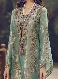 Fashion style women outfits over 50 22 ideas Shadi Dresses, Pakistani Formal Dresses, Pakistani Wedding Outfits, Pakistani Dress Design, Indian Dresses, Oriental Fashion, Indian Fashion, 50 Fashion, Bridal Mehndi Dresses