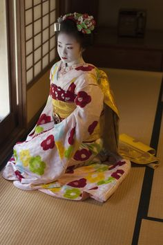 """oiran-geisha: """" How can you not just melt in front of the sweet angel face of the maiko Ichiyu? (Source) """""""