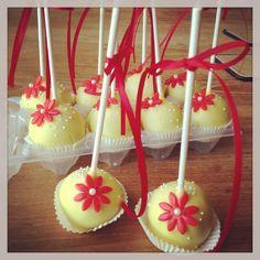 Wedding cakepops yellow