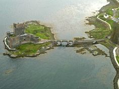 In the earlier thirteenth century, during the reign of Alexander II (ruled 1214–1249), a large curtain-wall castle (wall of enciente) was constructed, enclosing much of the island.At this time th…