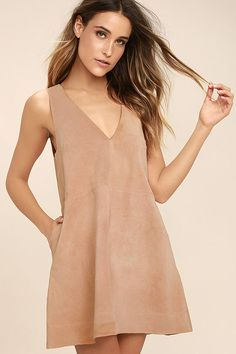 The Free People Retro Love Blush Pink Suede Leather Shift Dress has us swooning over it's throwback style! Luxuriously soft genuine suede shapes this sleeveless, shift dress with a darted bodice, plunging V-neckline, and handy side seam pockets. Exposed silver zipper at back.