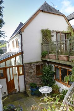 IntercambioCasas.com - Oferta #356633 - Highly individual cottage tucked away in the heart of the historic Elizabethan town of Totnes on the banks of the River Dart in glorious South Devon, England