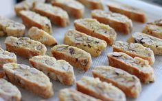 Of course I've eaten Cantuccini before my trip to Italy last summer but these crunchy biscuits usually only accompanied my coffee. Italian Cookie Recipes, Italian Cookies, Biscotti Cookies, Croatian Recipes, Cookie Crumbs, Vegan Cake, Pretty Cakes, Love Food, Food To Make