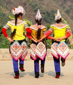 Dances of the Yi people in South Yunnan ( Xinlecun village).