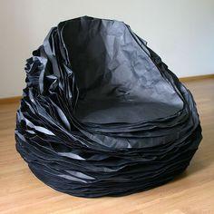 Black Paper 37 le fauteuil de papier par Vadim Kibardin