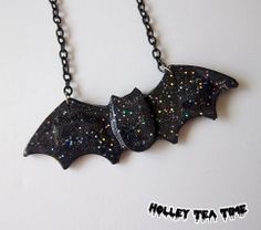 ☆ made from resin, glitter and paint ☆ bat charm is made of resin then all over painted black then sprinkles with glitter ☆ bat charm is a huge 13 cm x 4.5 cm ☆ chain length: 42 cm (adjustable) ☆ handmade product ☆ black strong chain is used in this necklace ☆ on the right side of the bat c...