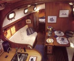 REally nice interior for a boat that is only 31' - Tashiba 31. The rounded railing was definitely of great taste.