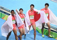 男子400メートルリレー決勝 銀メダルを獲得した(左から)ケンブリッジ飛鳥、桐生祥秀、飯塚翔太、山県亮太=五輪スタジアム(撮影・甘利慈)