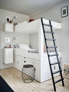 Denne leiligheten er til salgs i Göteborg akkurat nå, og ikke bare er den fin, den er full av smarte og inspirerendeløsninger. Den aller beste synes jeg er hvordan en familie på fire har utnyttet soverommet og fått plass til … Les videre