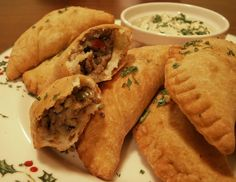 louisiana food Natchitoches Meat Pies Recipe~ These tasty cajun meat pies are native to Natchitoches (pronounced NACK-uh-dish), Louisiana and are traditionally served on Christmas Eve. Creole Recipes, Cajun Recipes, Beef Recipes, Cooking Recipes, Recipies, Yummy Recipes, Cajun Meat Pie Recipe, Louisiana Meat Pie Recipe, Haitian Recipes