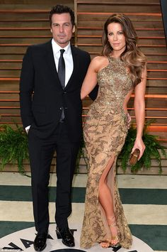 Actress Kate Beckinsale rumored to be dating someone after her divorce with husband Len Wiseman. Kate shares a daughter with former partner Michael Sheen. Kate Beckinsale, Divorce Mediation, English Actresses, Old Actress, Prom Dresses, Formal Dresses, Celebrity News, Marriage, Daughter