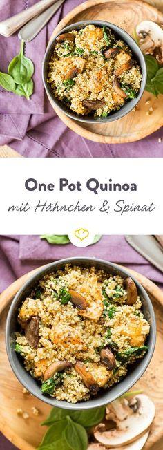 Spinat enthält besonders viel Eisen, Quinoa ist reich an Aminosäuren und zusammen mit Hähnchen wird aus ihnen ein proteinreiches One-Pot-Gericht.