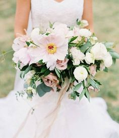 A giant Tree Peony is the leading lady in this bouquet by @megcatherineflowers. Did you see those subtle silk ribbons that add the perfect finishing touches? Of course this beautiful detail is the work of #intriguedexperience speaker @silkandwillow. I can't wait to hear her wisdom and learn about how she built her brand.