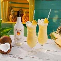 Discover how to make a Malibu Pineapple Pina Colada drink. An easy recipe for a refreshing coconut rum drink with Malibu Pineapple rum, coconut cream and pineapple juice, garnished with fresh pineapple. Malibu Rum Drinks, Pina Colada Recipe Malibu Rum, Coconut Rum Drinks, Easy Pina Colada Recipe, Cola Drinks, Coconut Water, Malibu Pineapple, Pineapple Juice, Coconut Rum
