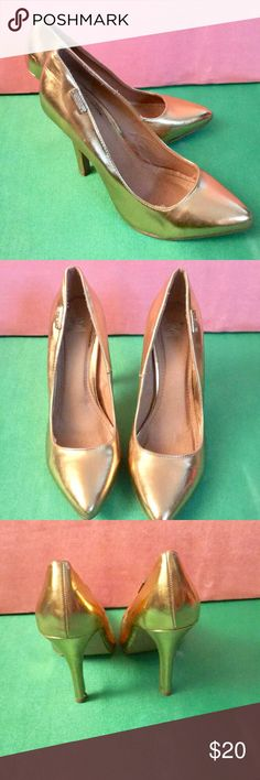 Shiekh Gold Metallic heels Perfect Gold Metallic heals for the evening . 4 inch heels that will have you be the hit of the night.  (Minor scuffs on heels) Shiekh Shoes Heels