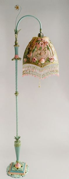 Shabby Chic Nightshades -Victorian Lampshade with Rose Embroidery Vintage Shabby Chic, Shabby Chic Decor, Vintage Decor, Bedroom Vintage, Shabby Chic Style, Victorian Lamps, Antique Lamps, Victorian Era, Antique Gold