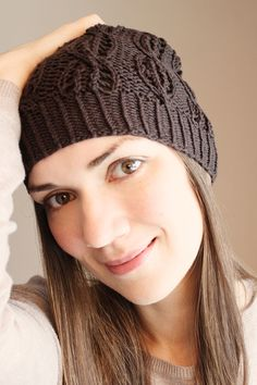 This beautiful knitted brown beanie is made of 48% cotton & 52 % merino-wool, decorated with an individual cable pattern.