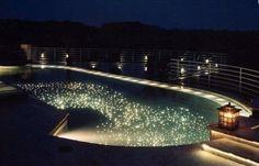 繁星點點游泳池,好像在銀河中游泳一樣 | 大人物